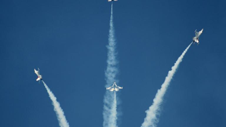 USAF Thunderbirds performing the High Bomb Burst