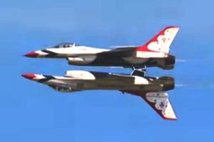 USAF Thunderbirds performing the Inverted Pass