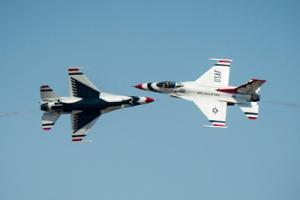 USAF Thunderbirds peforming
