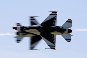 USAF Thunderbirds performing the Side Knife