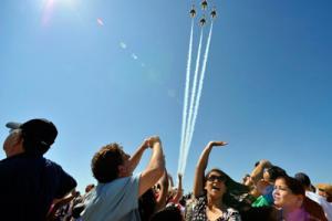 USAF Thunderbirds performing the Diamond Opener