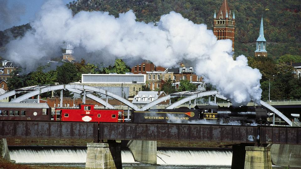Train Crossing Cumberland Railroad Bridge