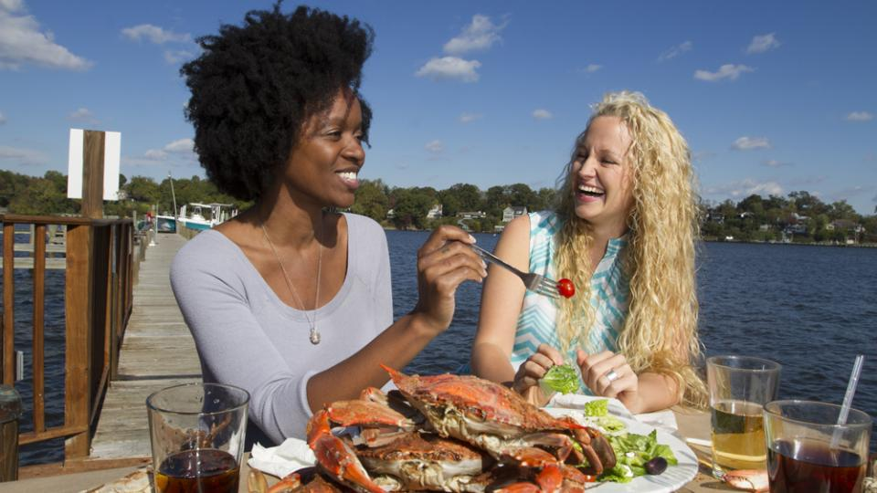 Women eating steamed crabs