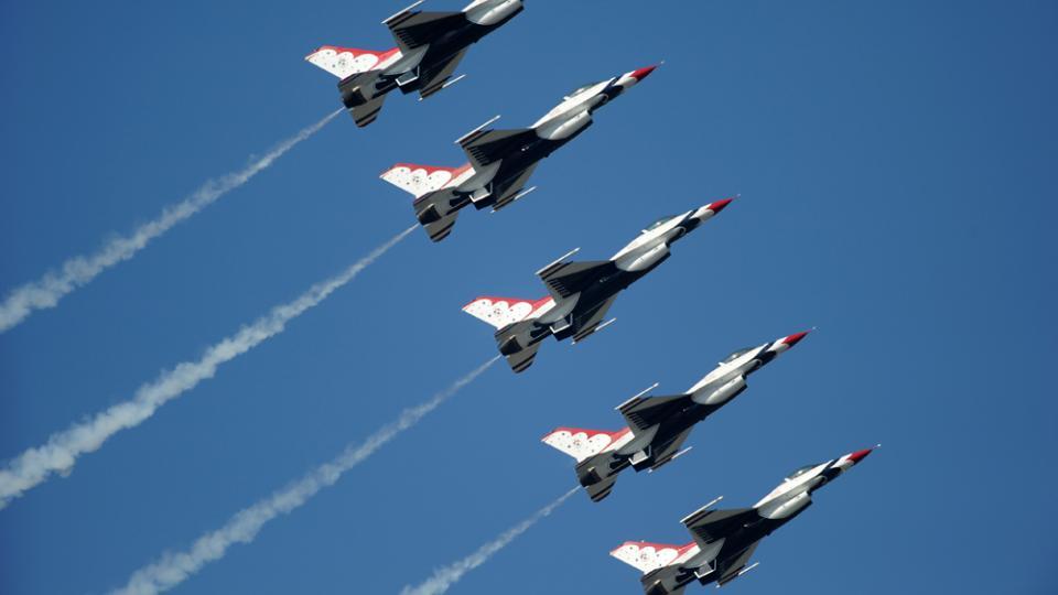 5 Thunderbird planes