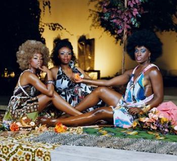 Mickalene Thomas. Le déjeuner sur l'herbe: Les Trois Femmes Noires.  Photo