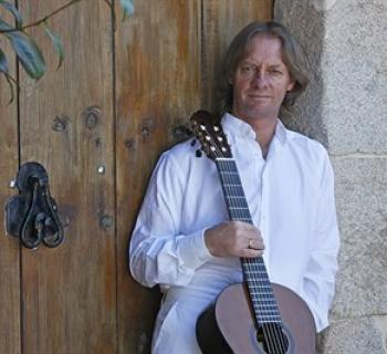David Russell with his guitar Photo