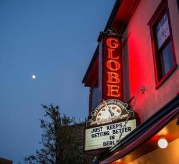 The Globe Restaurant and Bar exterior Photo