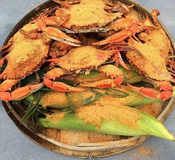 Steamed crabs and and corn on cob Photo
