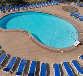 Days Inn Pool  Photo