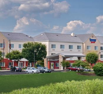 Fairfield Inn & Suites by Marriott-Frederick exterior Photo