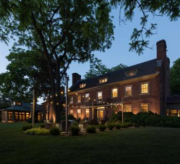 Great Oak Manor Inn exterior view at night Photo