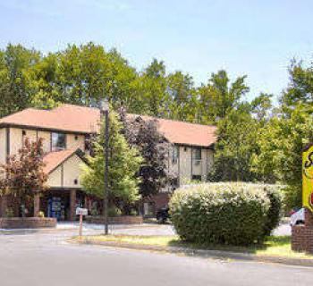 Super 8 Motel-Waldorf exterior view Photo