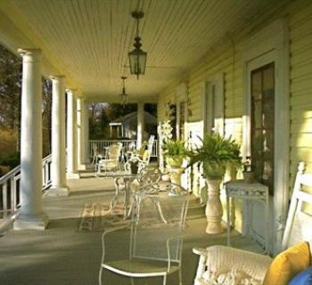 Season at Magnolia Manor front porch Photo