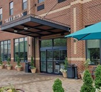 Sleep Inn & Suites-Downtown Inner Harbor courtyard Photo