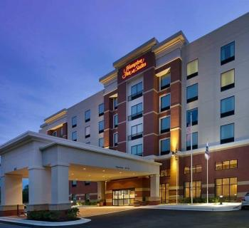 Hampton Inn & Suites-Washington, DC North/Gaithersburg night exterior view Photo