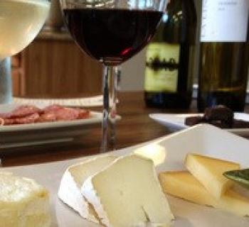 Picture of wine and cheese pairing Photo