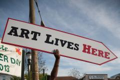 Art lives here sign