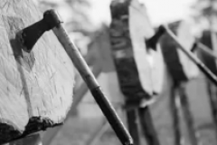 Hammer throwing at logs