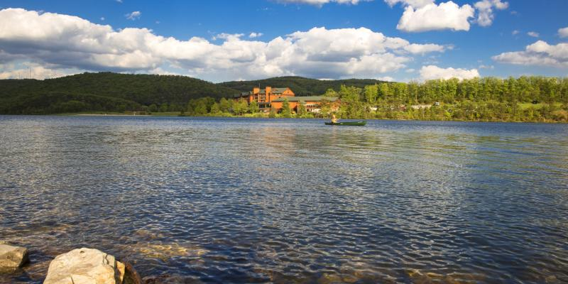 Stay amid the mountains with a lakefront view at Rocky Gap Casino Resort near Cumberland and play at the casino and Jack Nicklaus Signature Golf Course. Relax in the spa after a day on the state park trails.