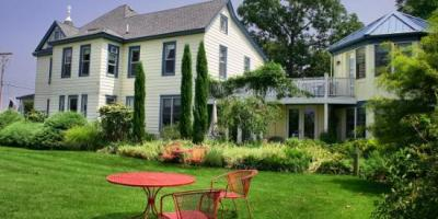 Solomons Victorian Inn Bed & Breakfast on Solomons Island