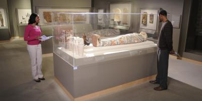 This world-class museum houses art from ancient Egypt through the 20th Century.